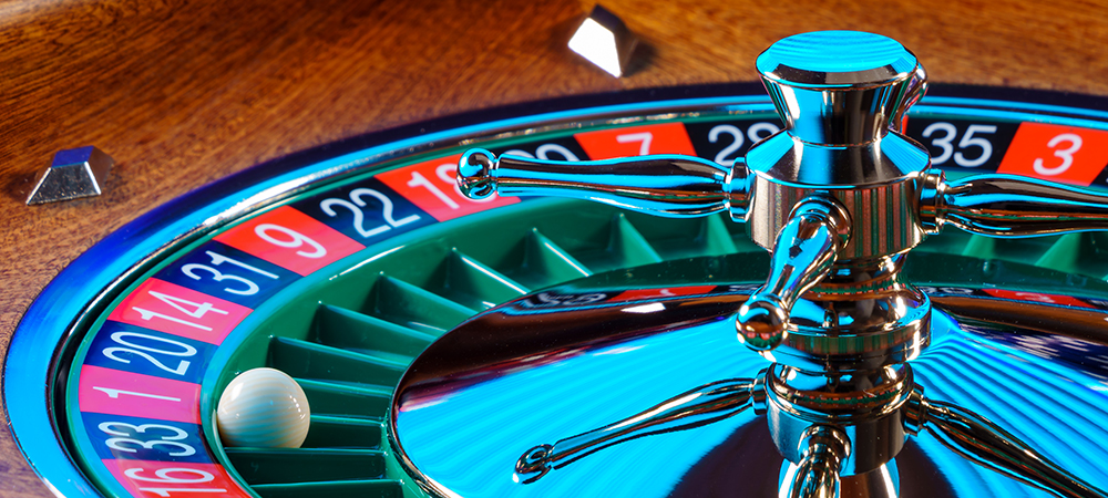 Do casinos control the roulette ball?